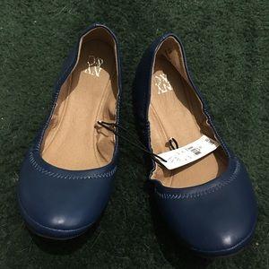 🆕 NY&C Size 10 Blue Round Toe Ballet Flats